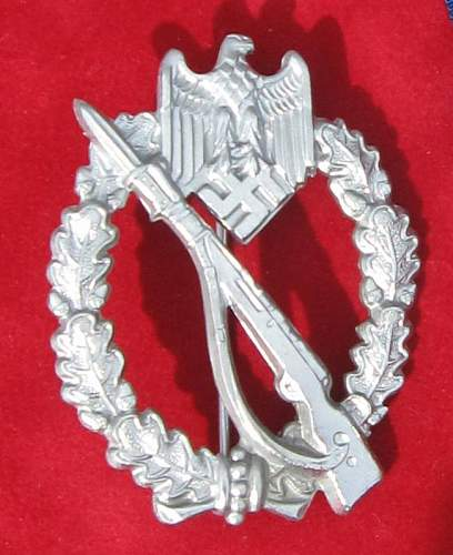 Click image for larger version.  Name:009 Infantery Badge silver Ernst Müller.jpg Views:221 Size:66.7 KB ID:93057