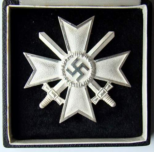 Click image for larger version.  Name:006 War Merit Cross 1. class with swords.jpg Views:324 Size:68.7 KB ID:93061