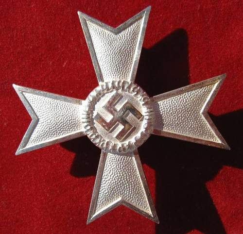 Click image for larger version.  Name:007 War Merit Cross 1. class.jpg Views:228 Size:95.6 KB ID:93062