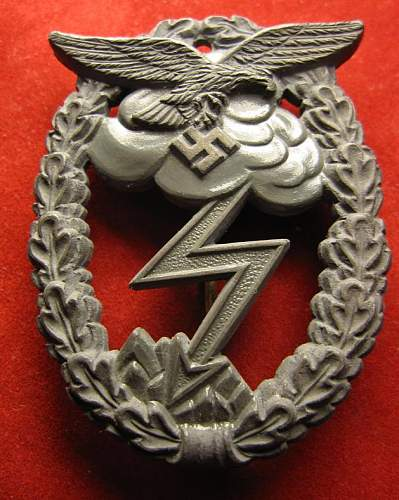 Click image for larger version.  Name:021 LW Ground Combat Badge (Arno Walpach).jpg Views:221 Size:85.0 KB ID:93163