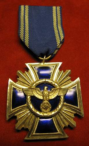 Click image for larger version.  Name:048 NSDAP Long Service Medal 15 years silver.jpg Views:412 Size:67.6 KB ID:93869