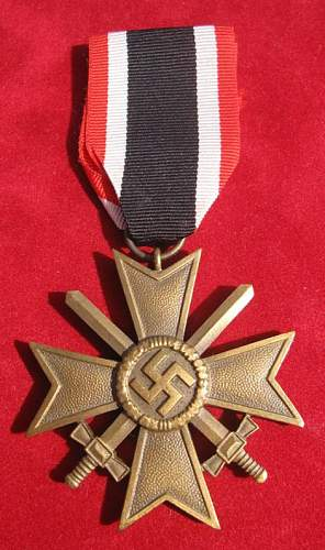 Click image for larger version.  Name:075 War Merit Cross with swords.jpg Views:2741 Size:70.0 KB ID:93879