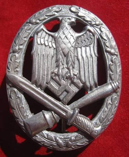 Click image for larger version.  Name:030 General Assault Badge.jpg Views:2379 Size:90.7 KB ID:93884