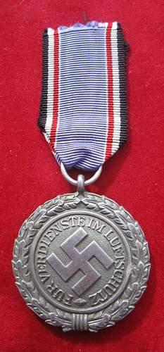 Click image for larger version.  Name:039 Luftwaffe Luftchutz Medal.jpg Views:138 Size:56.9 KB ID:93960
