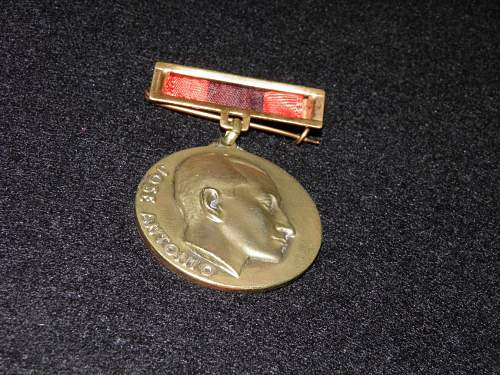 Click image for larger version.  Name:medal2.jpg Views:10 Size:150.9 KB ID:972710