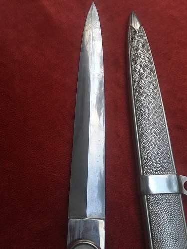 DRK Leader's Dagger added