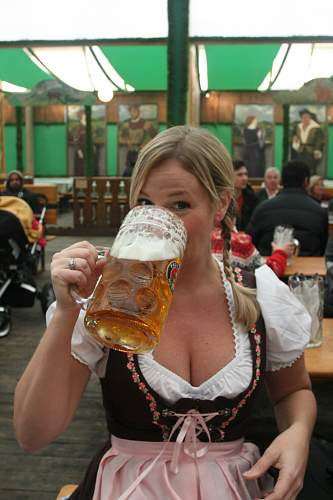 Click image for larger version.  Name:barmaid.jpg Views:37 Size:62.0 KB ID:408514