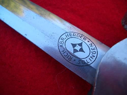 Recent rescue 2 daggers & bayonet