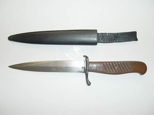 Click image for larger version.  Name:WW1 close comabt knife and scabbard..jpg Views:73 Size:155.7 KB ID:63663