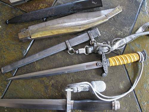 Click image for larger version.  Name:pauls daggers 009.jpg Views:167 Size:251.6 KB ID:83811