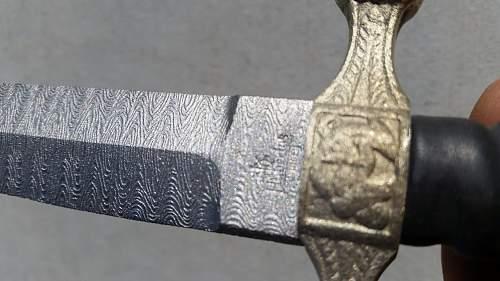 Identify this dagger..