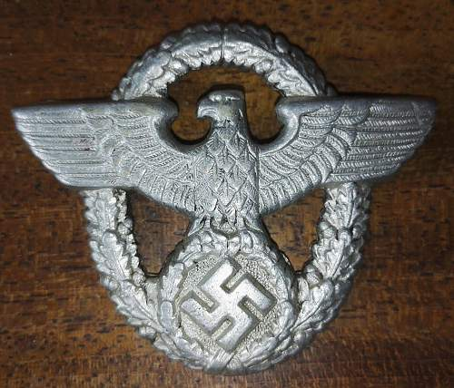 Polizei insignia help needed