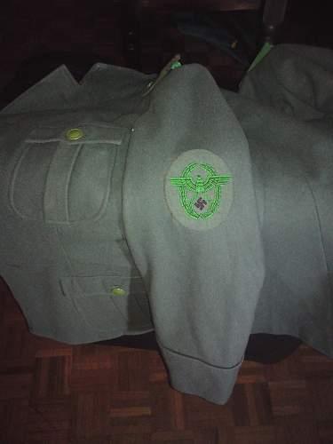 Polizei tunic green buttons?