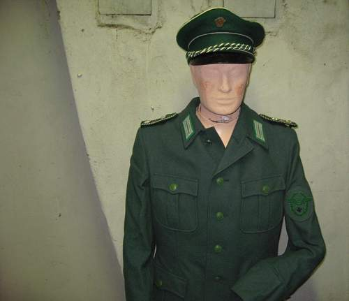 Polizei tunic green buttons?