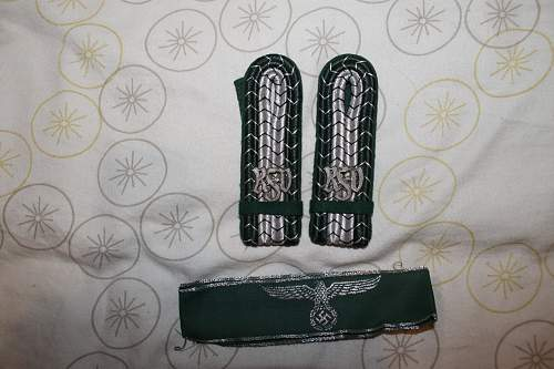 customs shoulder boards and cuff title