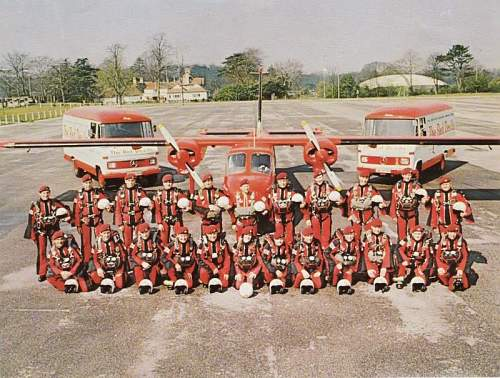 red devils parachute regiment free-fall parachute team baton