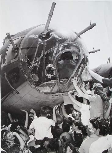 'Memphis Belle' press photo.