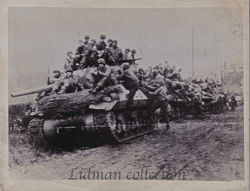 Click image for larger version.  Name:GI's hitching a ride copy.jpg Views:125 Size:315.7 KB ID:442270