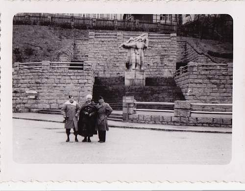 Click image for larger version.  Name:with man in turban at a monument.jpg Views:34 Size:194.8 KB ID:550330