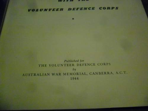 this weeks pick up's 2 australian ww2 era books and a old photo some aussies in uniform.