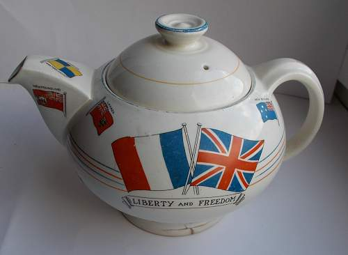 Anti hitlerism tea pot 1939