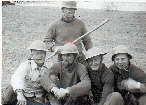 Germans in 1922 SD tunic? & MKII helmets