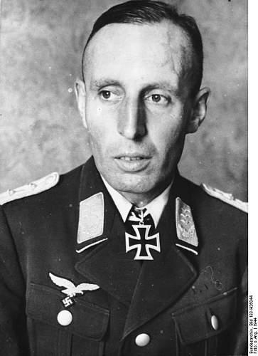 Click image for larger version.  Name:Bundesarchiv_Bild_183-H26044,_Friedrich_August_v._der_Heydte.jpg Views:214 Size:53.4 KB ID:967382