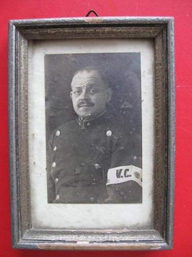 Looking for information on unknown country and armband