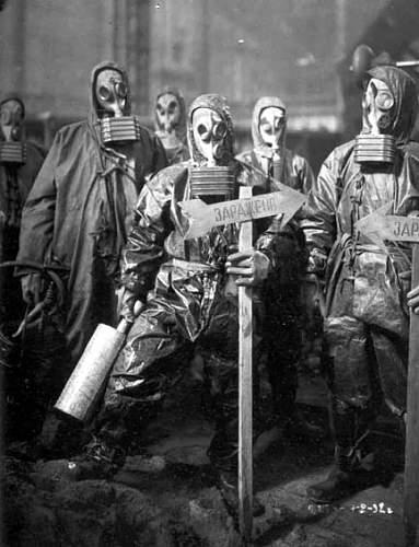 Click image for larger version.  Name:soviet russian gasmasks (4).jpg Views:364 Size:46.4 KB ID:22994