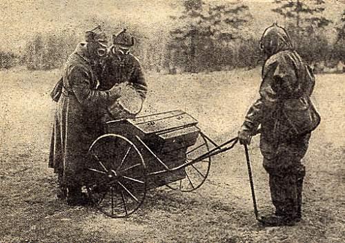 Click image for larger version.  Name:soviet russian gasmasks (10).jpg Views:329 Size:91.9 KB ID:23000