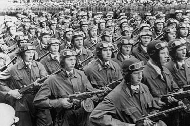Soviet Paratroopers with early PPD submachine gun