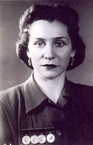 Click image for larger version.  Name:Gospozha O. Lepeshinskaya, 4 Stalins.jpg Views:36 Size:66.4 KB ID:795004