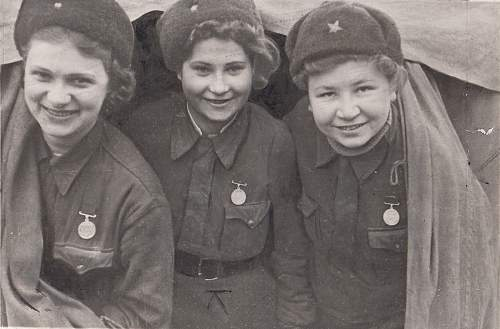 Click image for larger version.  Name:Larissa Melnikova, Mariya Dubovskaya, Lidiya Sokolove, 7-14-43, Leningrad.jpg Views:70 Size:98.5 KB ID:795007