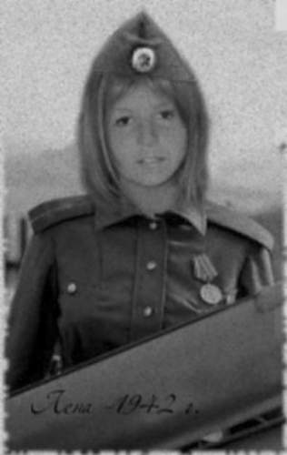 Click image for larger version.  Name:young_russian_female_soldier_lena_ww2_by_uniformfan-d5rcimu[1].jpg Views:4596 Size:52.2 KB ID:795015