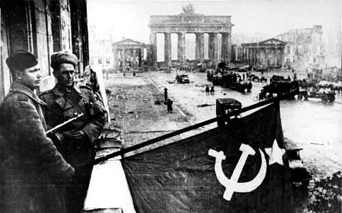 Click image for larger version.  Name:Bundesarchiv_Bild_183-R77767,_Berlin,_Rotarmisten_Unter_den_Linden.jpg Views:24 Size:212.9 KB ID:836700