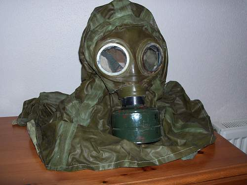 hungarian m1976 gas mask and nbc hood