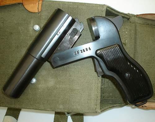 polish 4-gauge  flare pistol