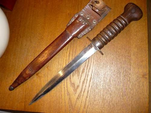Help need to identify British Dagger