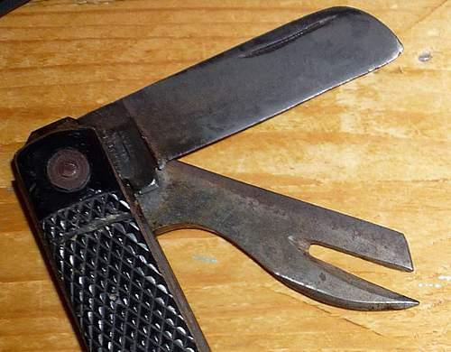 1943 British clasp / Jack knife with black blade?