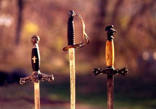 Click image for larger version.  Name:lodgeswords.jpg Views:41 Size:25.6 KB ID:624088