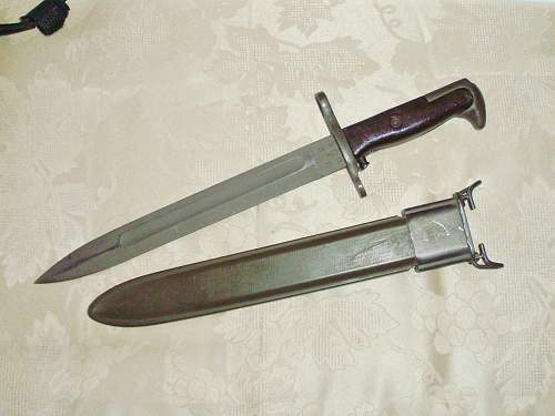 how to tell the difference of M1 bayonet. ww2/post war?