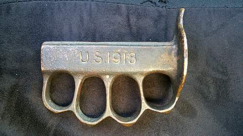 Au Lion trench knife  knuckles authentic?