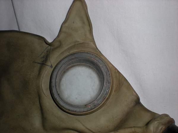 BN-T5 gasmask with odd bag.