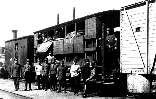 Click image for larger version.  Name:Armoured train Kapten lrw.jpg Views:353 Size:96.8 KB ID:594801