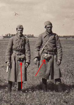 rkka soldiers from pict ,strange pouch ,bag ? please ID