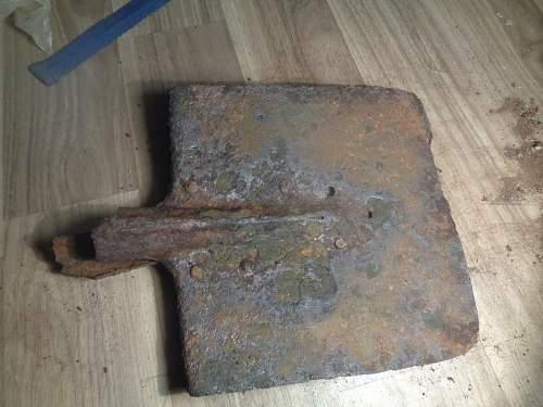 Russian WW2 long handle shovel ??