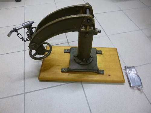 Curiosa - Vickers MG cradle for Universal carrier tankette