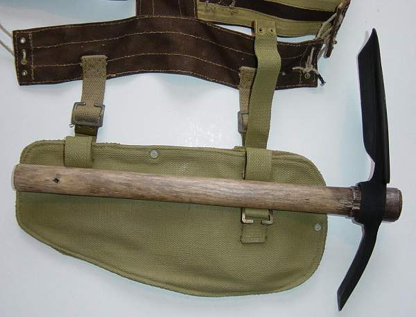 Click image for larger version.  Name:Bren vest and entrenching tool..JPG Views:548 Size:114.0 KB ID:19149