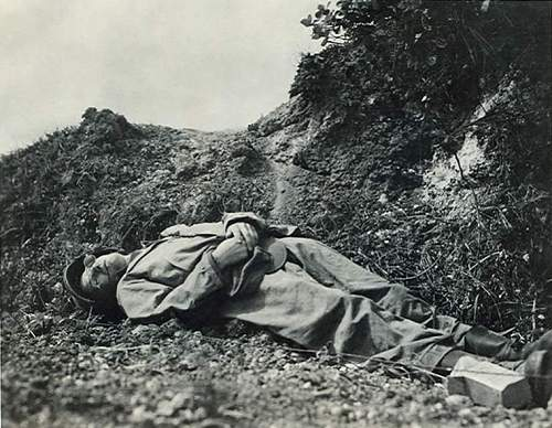 Click image for larger version.  Name:Ernie_pyle_deatha.jpg Views:216 Size:76.6 KB ID:40312