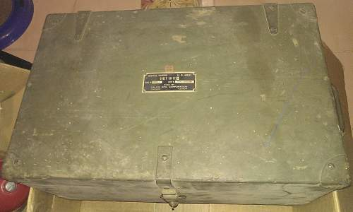 What went in this Signal Corps chest and what year is it from?